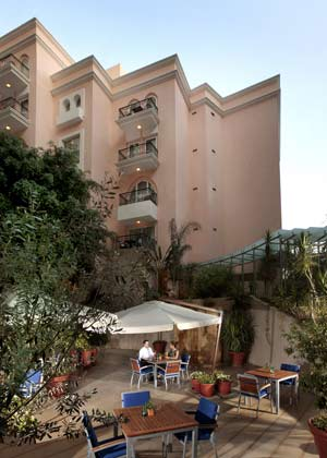 Beirut hotels in lebanon hotel gefinor rotana beirut for Terrace beirut